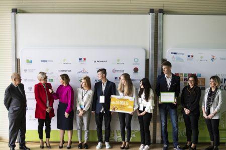 Nagroda 10 tys  zł dla Liceum Ogólnokształcącego w Małogoszczu