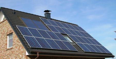 """Nowe technologie zmieniają rynek. Warto stawiać na """"zieloną"""" energię"""
